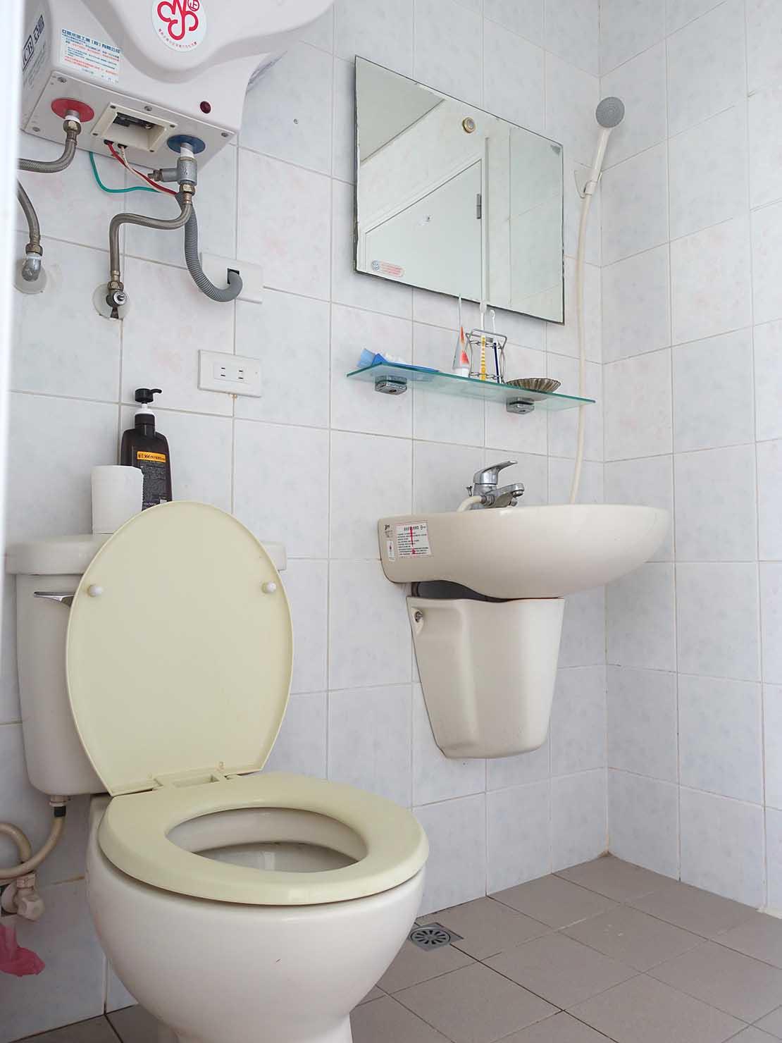 台北で台湾人彼氏と僕がルームシェアしている部屋のバスルーム