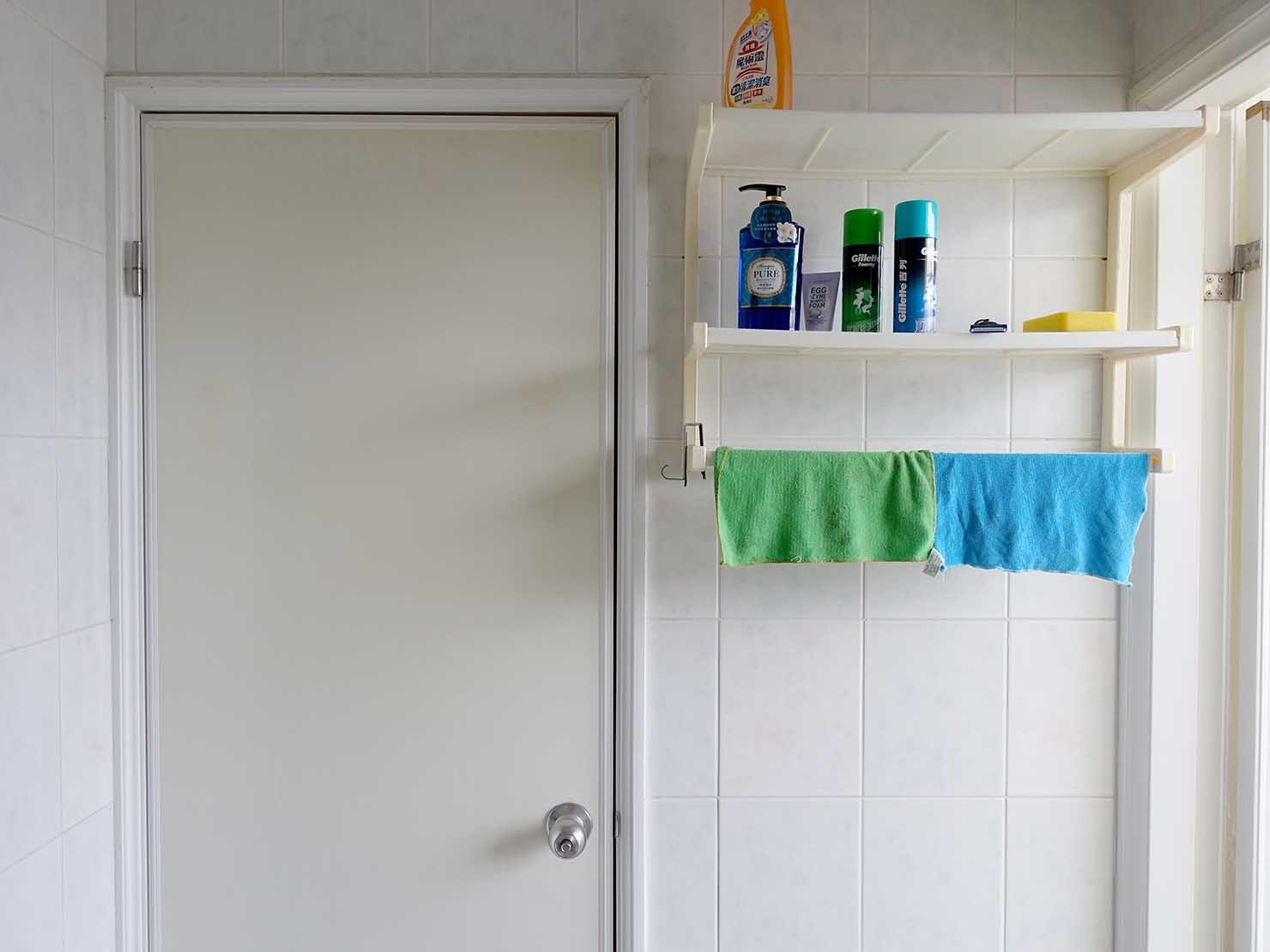 台北で台湾人彼氏と僕がルームシェアしている部屋のバスルーム内にある扉2
