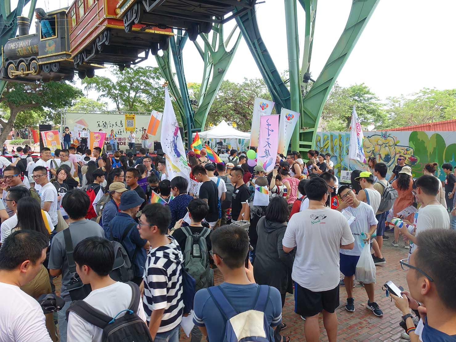 2018年台湾のLGBTプライド「宜蘭驕傲大遊行(宜蘭プライド)」の会場に集合する参加者たち