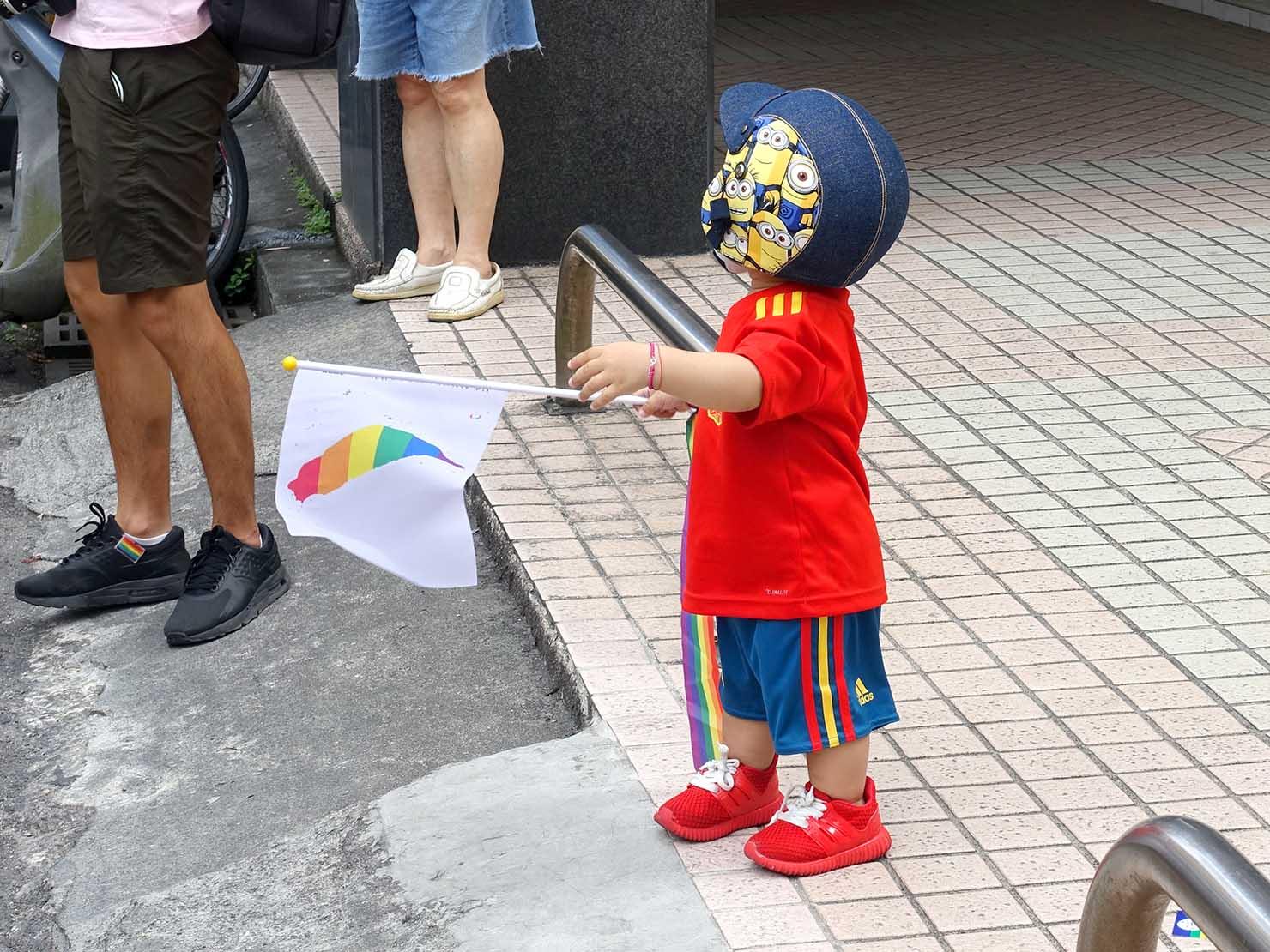 2018年台湾のLGBTプライド「宜蘭驕傲大遊行(宜蘭プライド)」パレードに参加する男の子