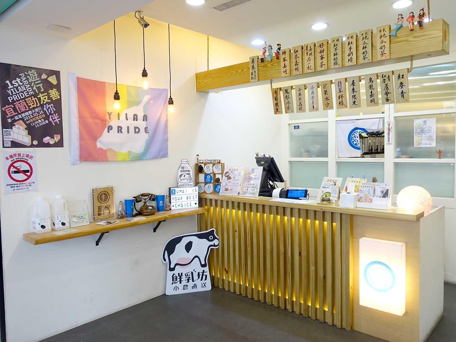 2018年台湾のLGBTプライド「宜蘭驕傲大遊行(宜蘭プライド)」のフラッグを掲げるLGBTフレンドリードリンク店