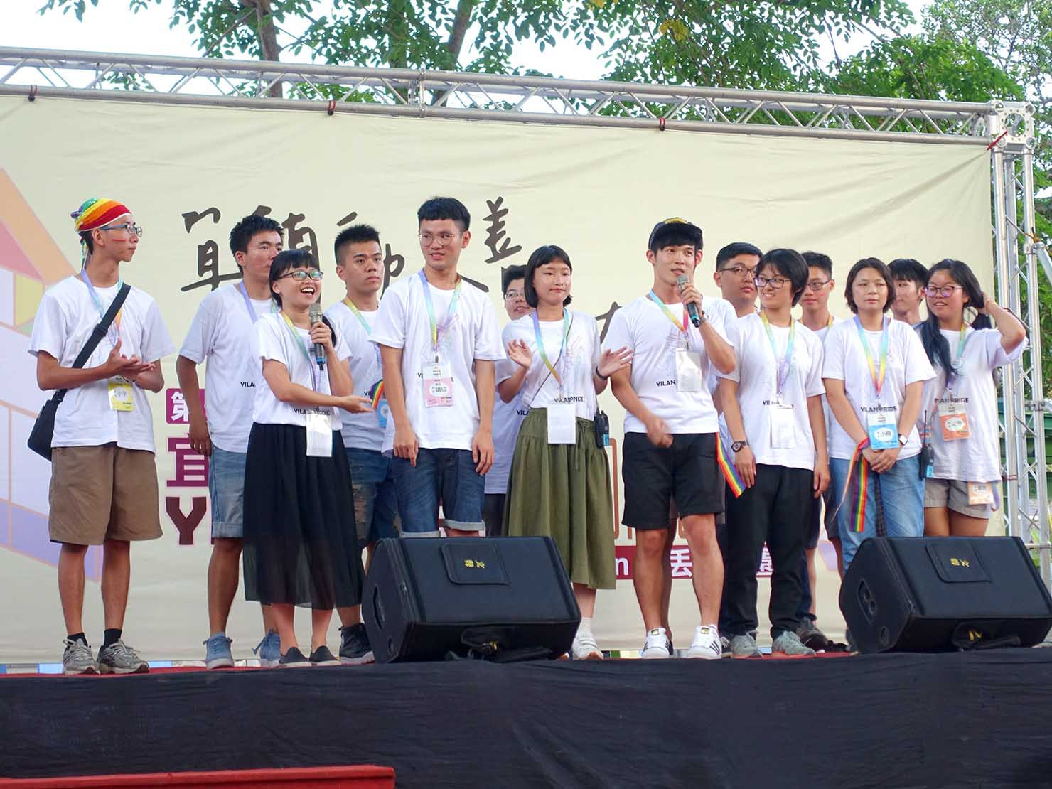 2018年台湾のLGBTプライド「宜蘭驕傲大遊行(宜蘭プライド)」のステージで挨拶をする主催グループ