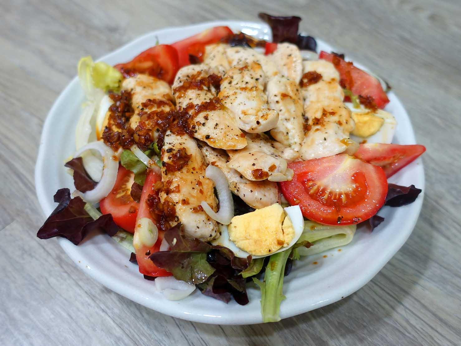 台湾家庭の必需品「大同電鍋(ダートン・ディエングオ)」で作ったササミ山盛りサラダ