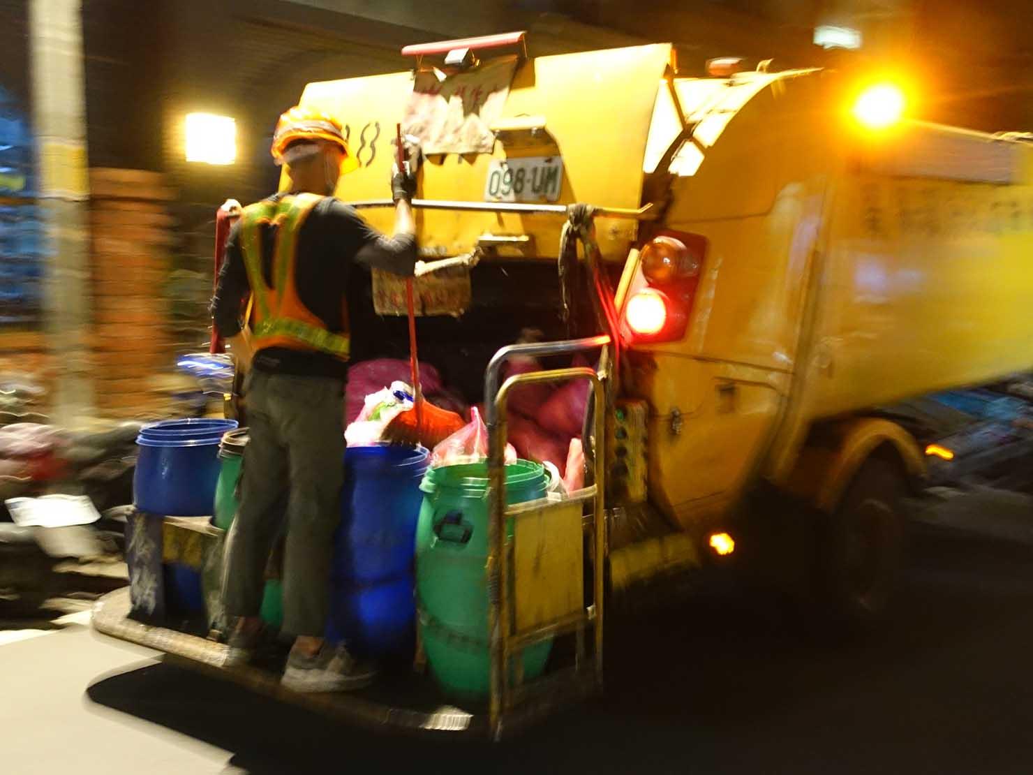 台湾のゴミ収集車の収集口