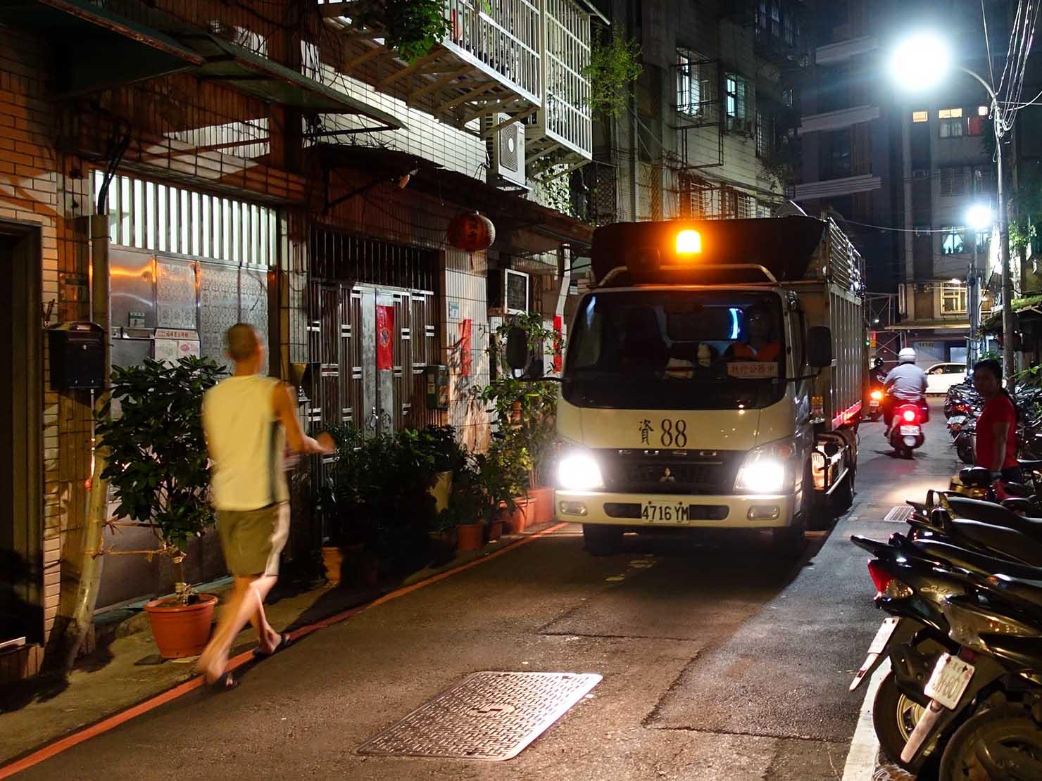 台湾の資源ゴミ収集車