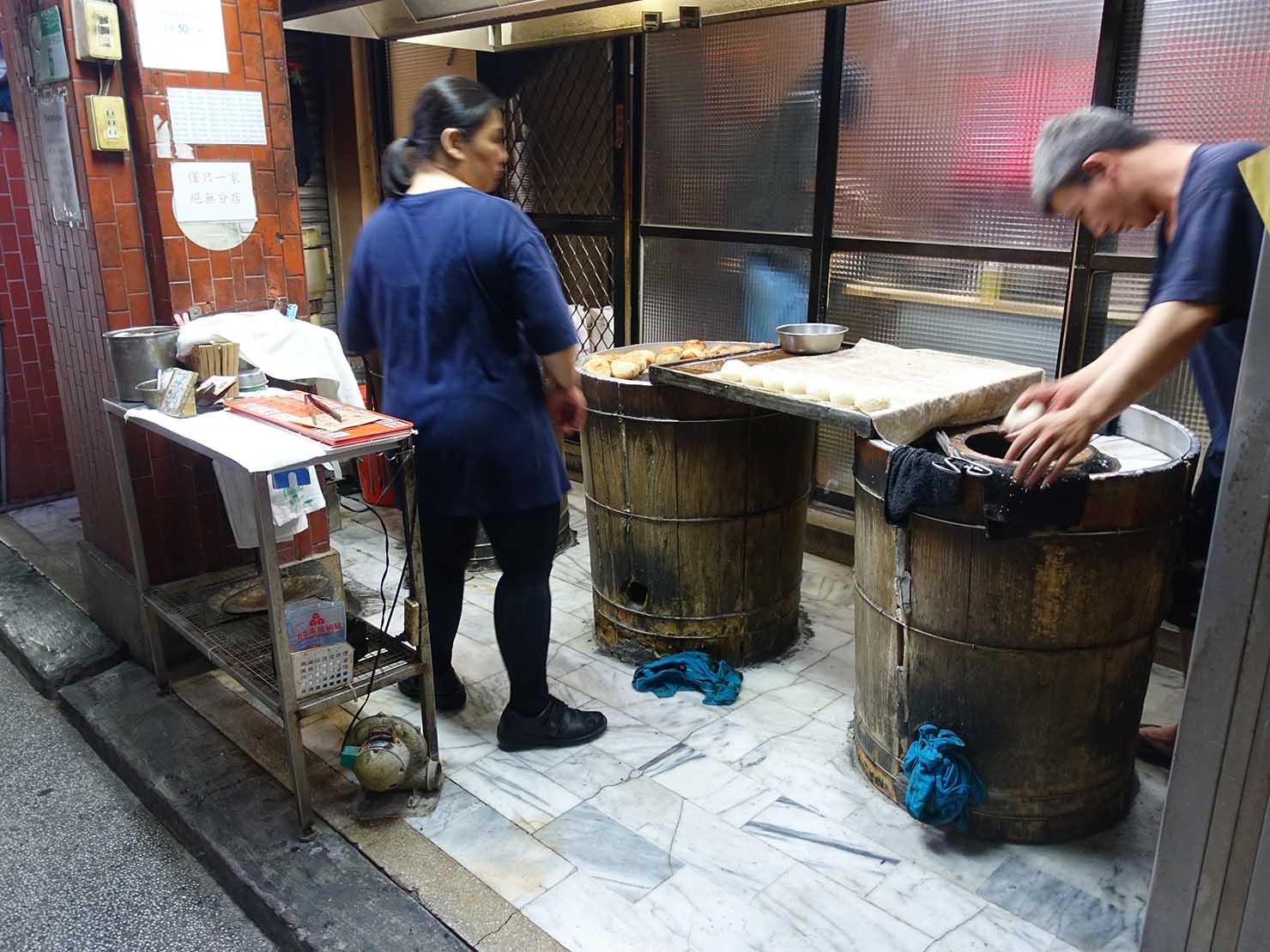 台北・龍山寺エリアのおすすめグルメ店「武林萌主福州元祖胡椒餅」の店内