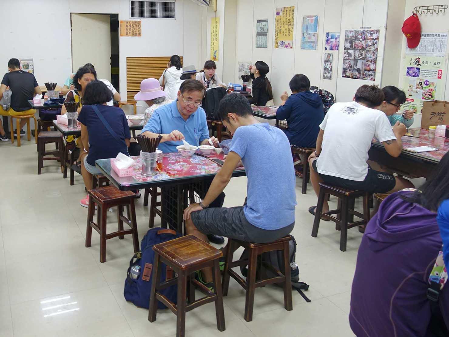 台北・龍山寺エリアのおすすめグルメ店「蘇家肉圓油粿」の店内