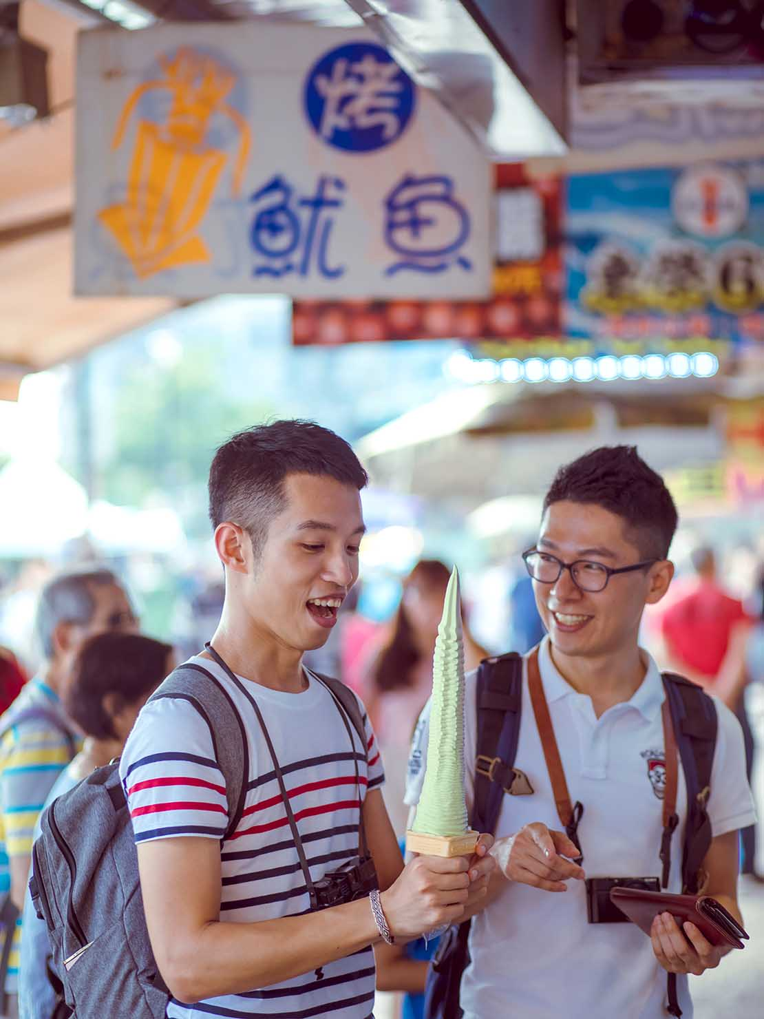 KKday台湾旅行・出張撮影サービス撮影サンプル(ソフトクリームを買う2人)