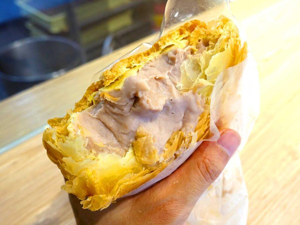 台北・行天宮のおすすめグルメ店「食芋堂」の脆皮芋泥泡芙クローズアップ