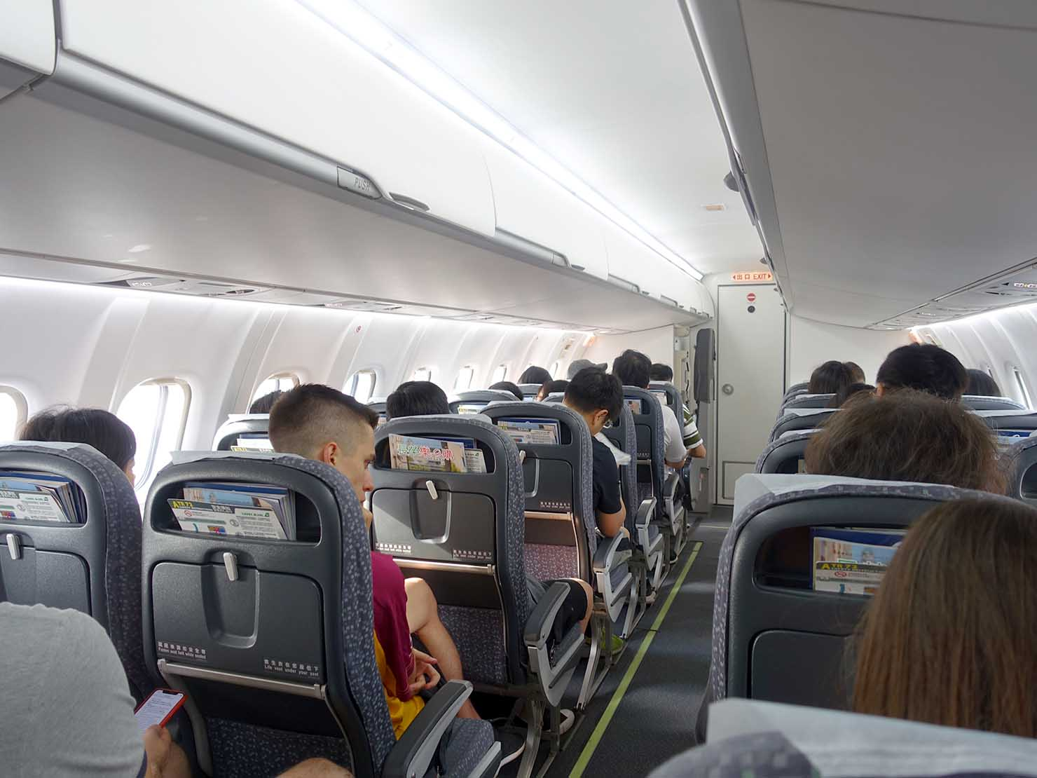 KKday外国人限定「花蓮・太魯閣(タロコ)日帰りツアー」立榮航空(UNI AIR)の機内