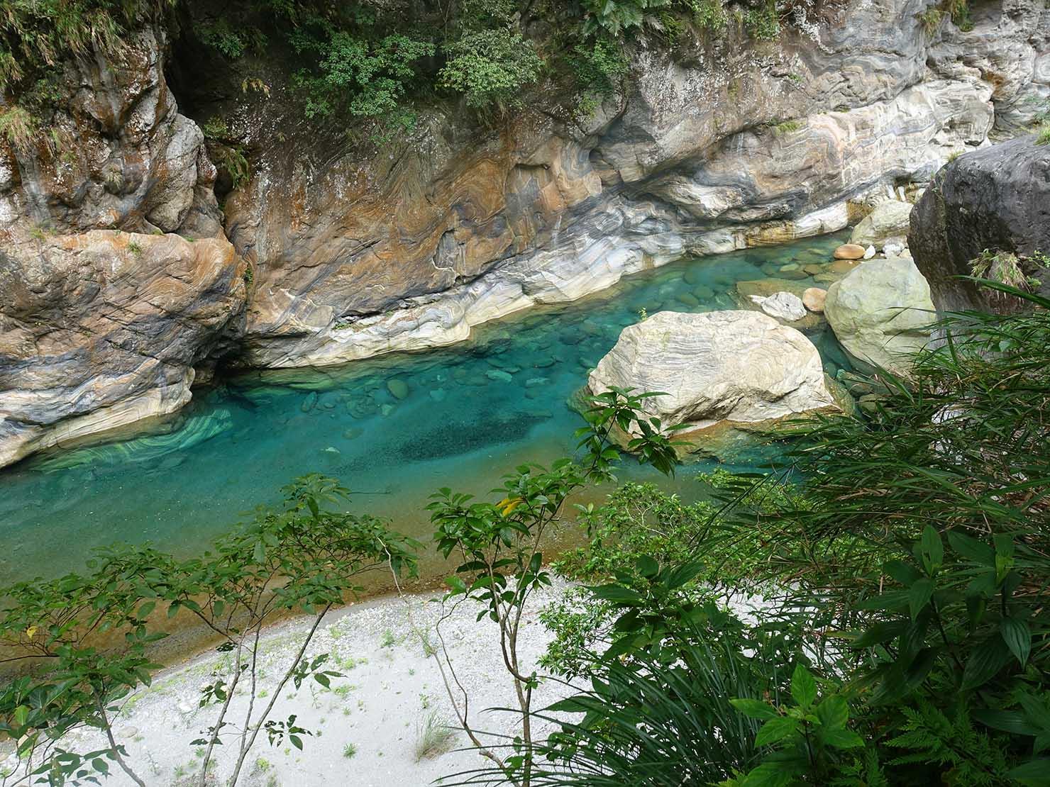 KKday外国人限定「花蓮・太魯閣(タロコ)日帰りツアー」砂卡噹步道から見える渓流