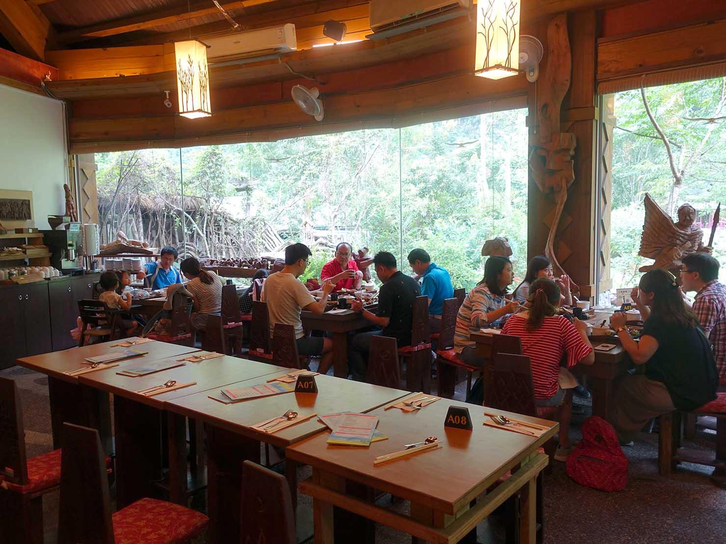 KKday外国人限定「花蓮・太魯閣(タロコ)日帰りツアー」布洛灣のレストラン・山月村の店内