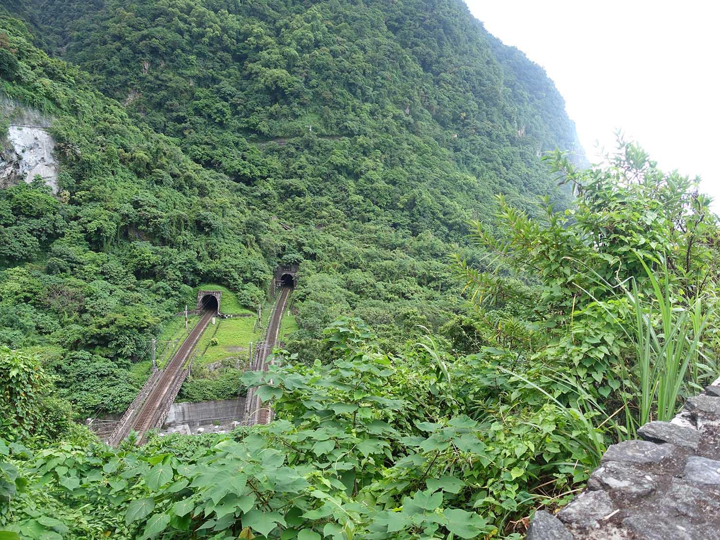 KKday外国人限定「花蓮・太魯閣(タロコ)日帰りツアー」清水斷崖に走る台湾鉄道の線路