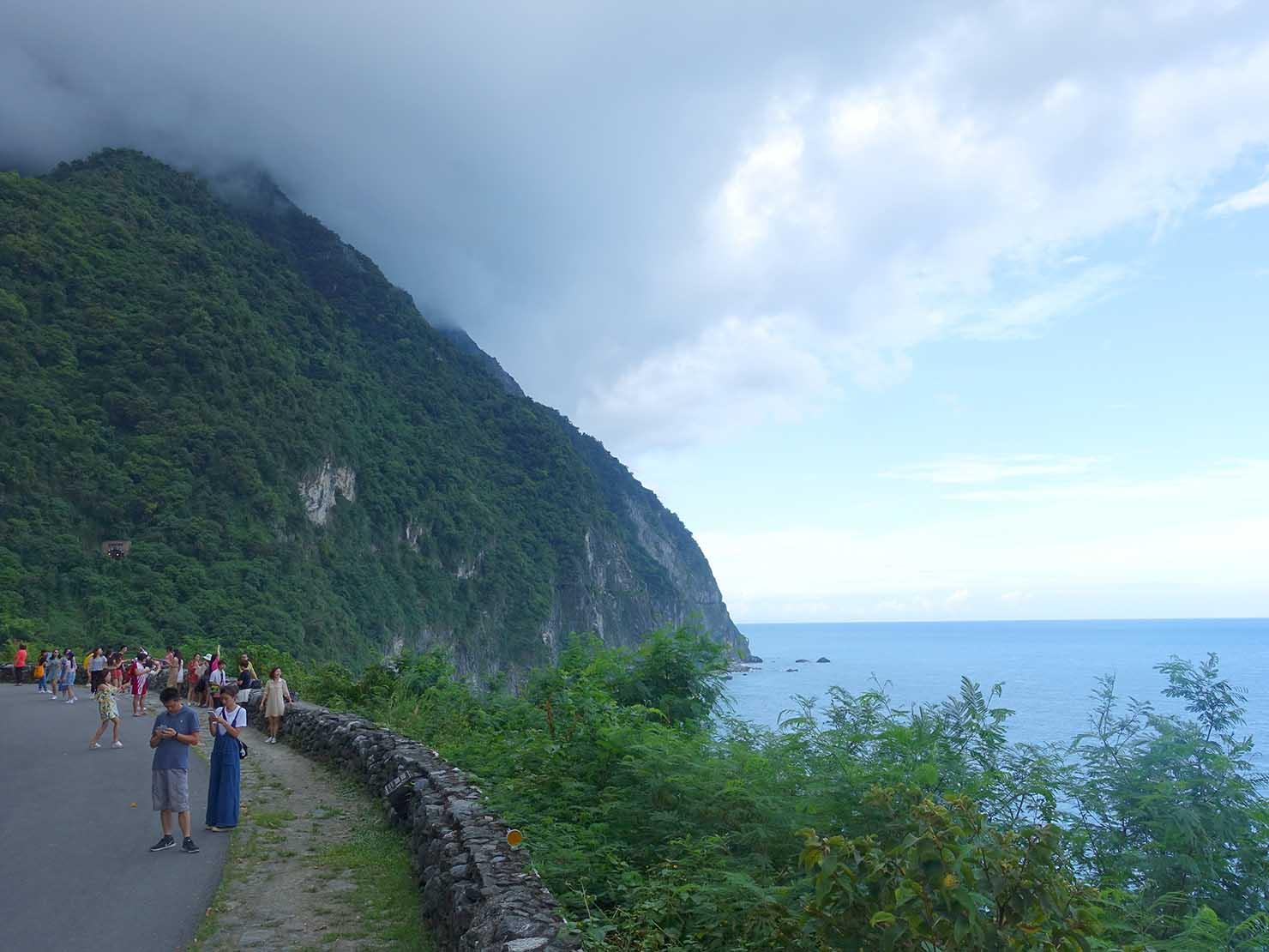 KKday外国人限定「花蓮・太魯閣(タロコ)日帰りツアー」清水斷崖を臨む展望台