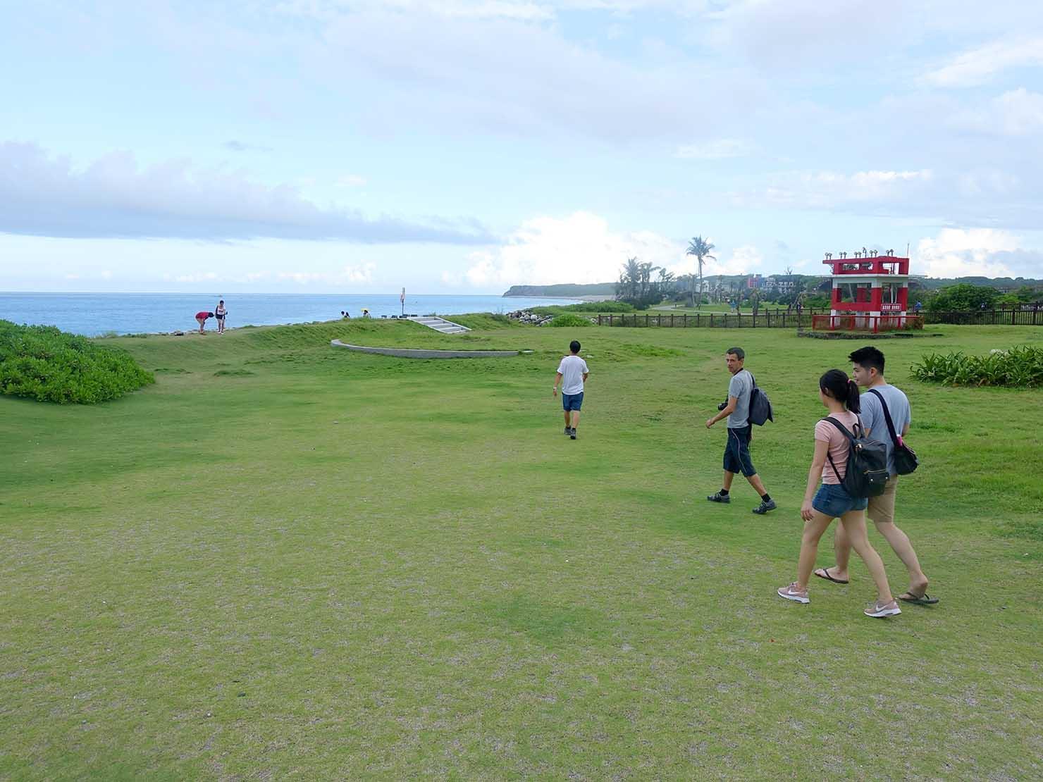 KKday外国人限定「花蓮・太魯閣(タロコ)日帰りツアー」七星潭に広がる芝生の広場