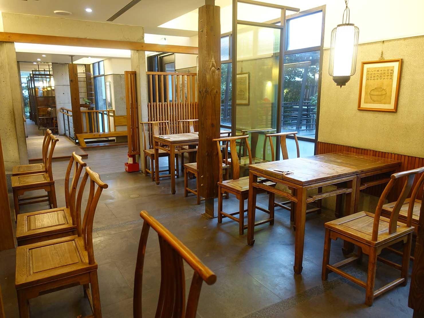 KKday外国人限定「花蓮・太魯閣(タロコ)日帰りツアー」夕食で立ち寄った王記茶舖のテーブル席