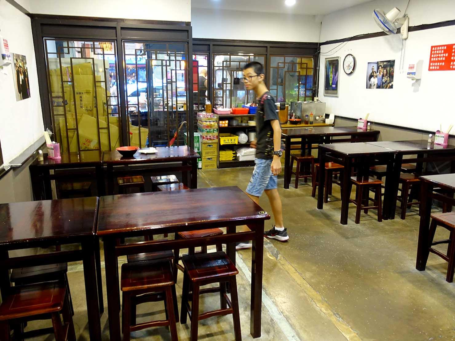 台北・行天宮のおすすめグルメ店「阿勳鹹粥」の店内