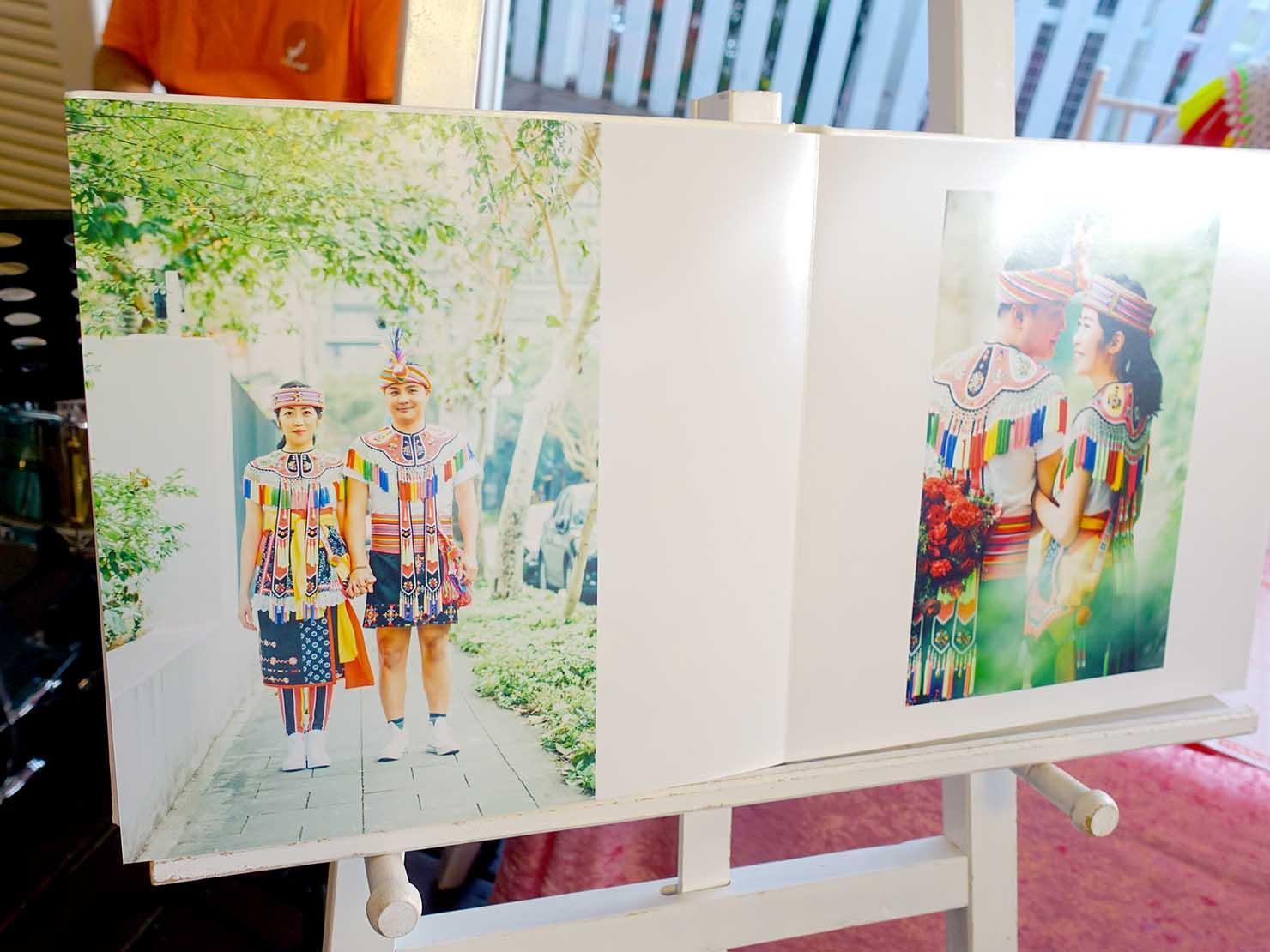 台湾の結婚記念写真「婚紗」に原住民族・阿美族(アミ族)の衣装で臨む新郎新婦