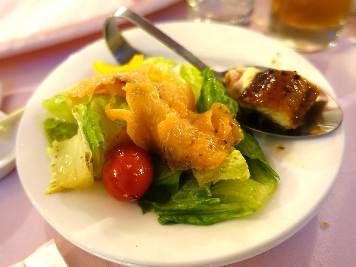 台湾の結婚式で振る舞われた料理「サーモンサラダ」