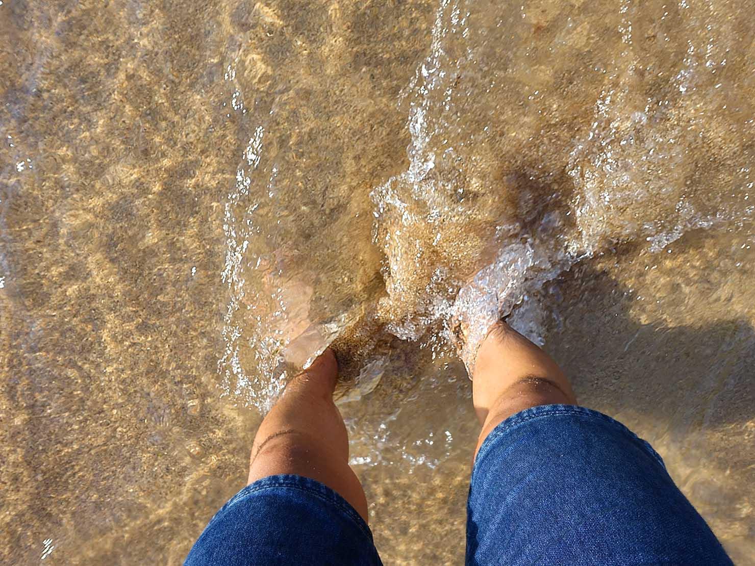 台北から日帰りで行ける基隆のビーチ・外木山大武崙沙灘の透明度