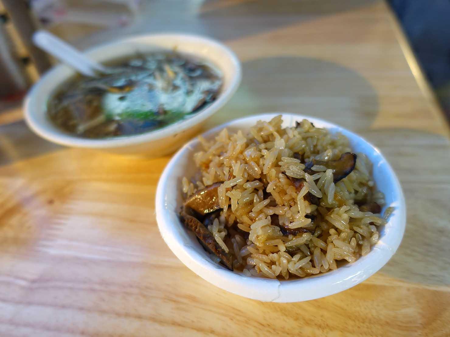 台北から日帰りで行ける基隆・廟口夜市の名物グルメ「油飯(おこわ)」