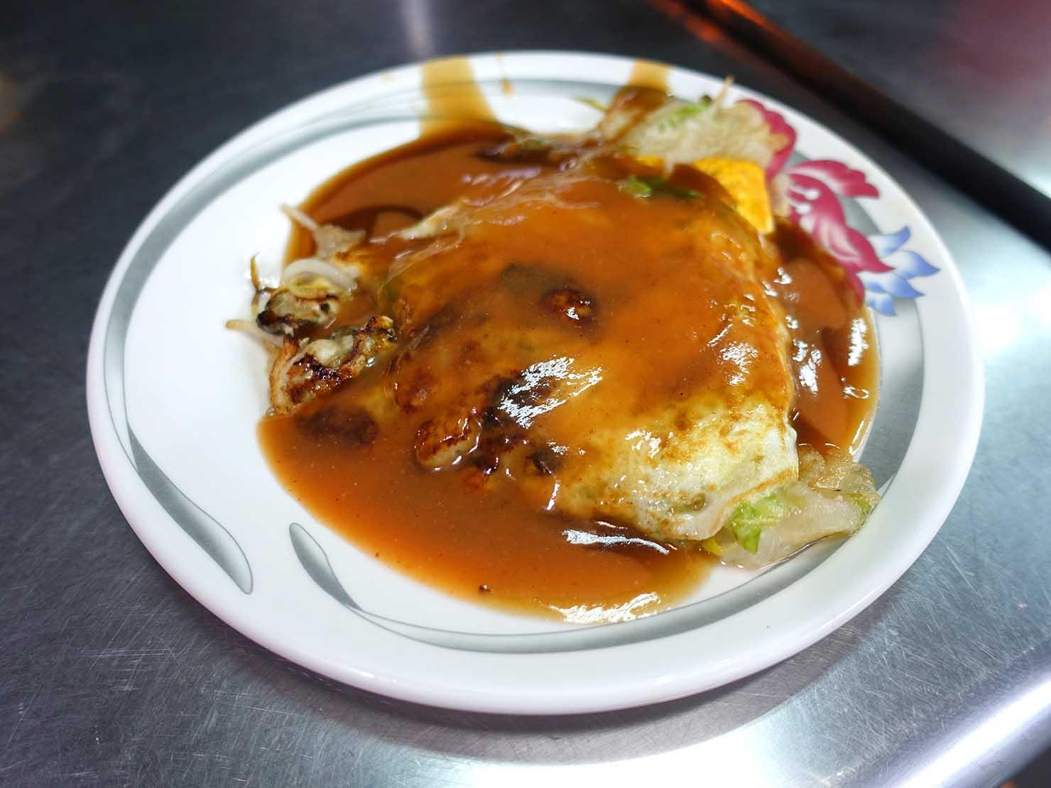 台南・赤崁樓周辺のおすすめグルメ店「虎頭府城風味小吃」の蚵仔煎(牡蠣オムレツ)