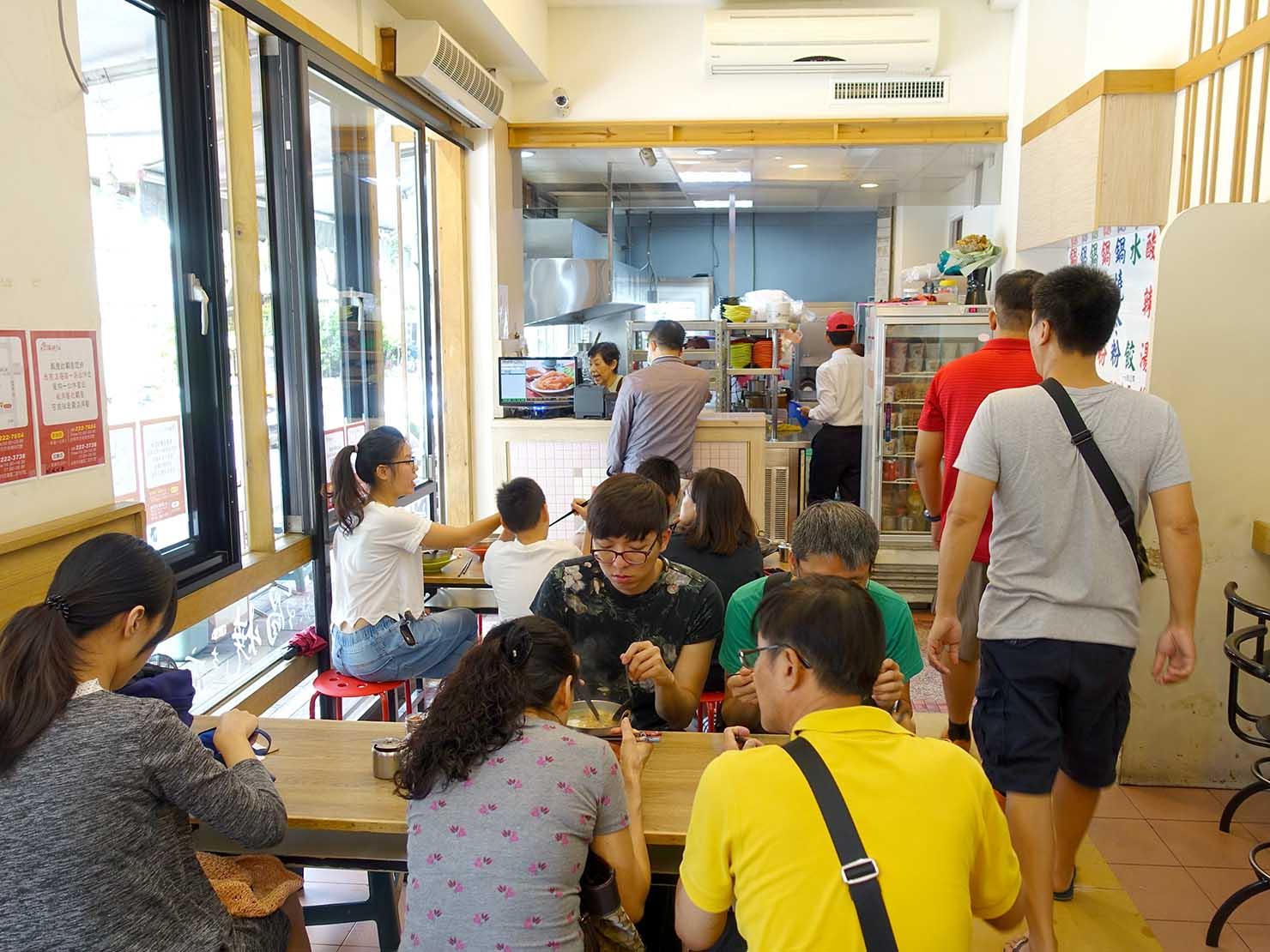 台南・赤崁樓周辺のおすすめグルメ店「民族鍋焼老店」の店内