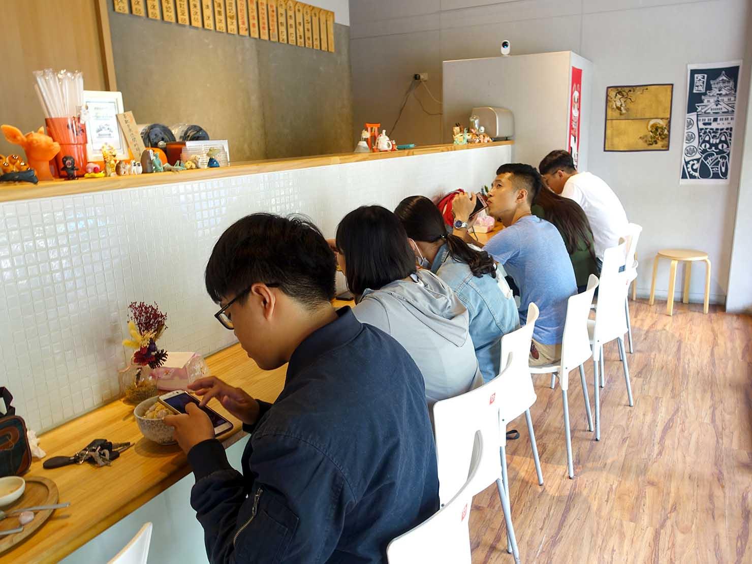 台南・赤崁樓周辺のおすすめグルメ店「冰ㄉ・かき氷 no.2」の店内