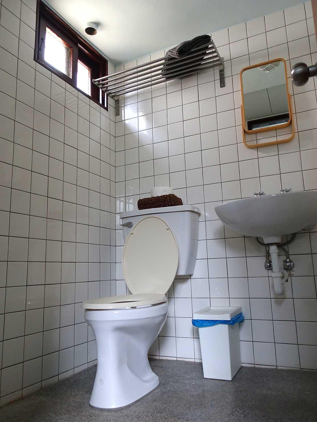 台南観光におすすめな古民家ゲストハウス「散步strolling」參號房(ダブルルーム)の浴室