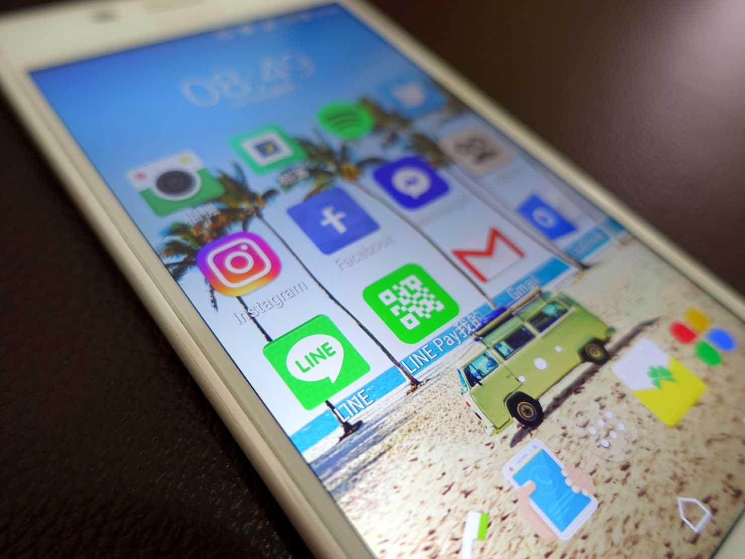 スマホデスクトップ画面のLINEアプリ