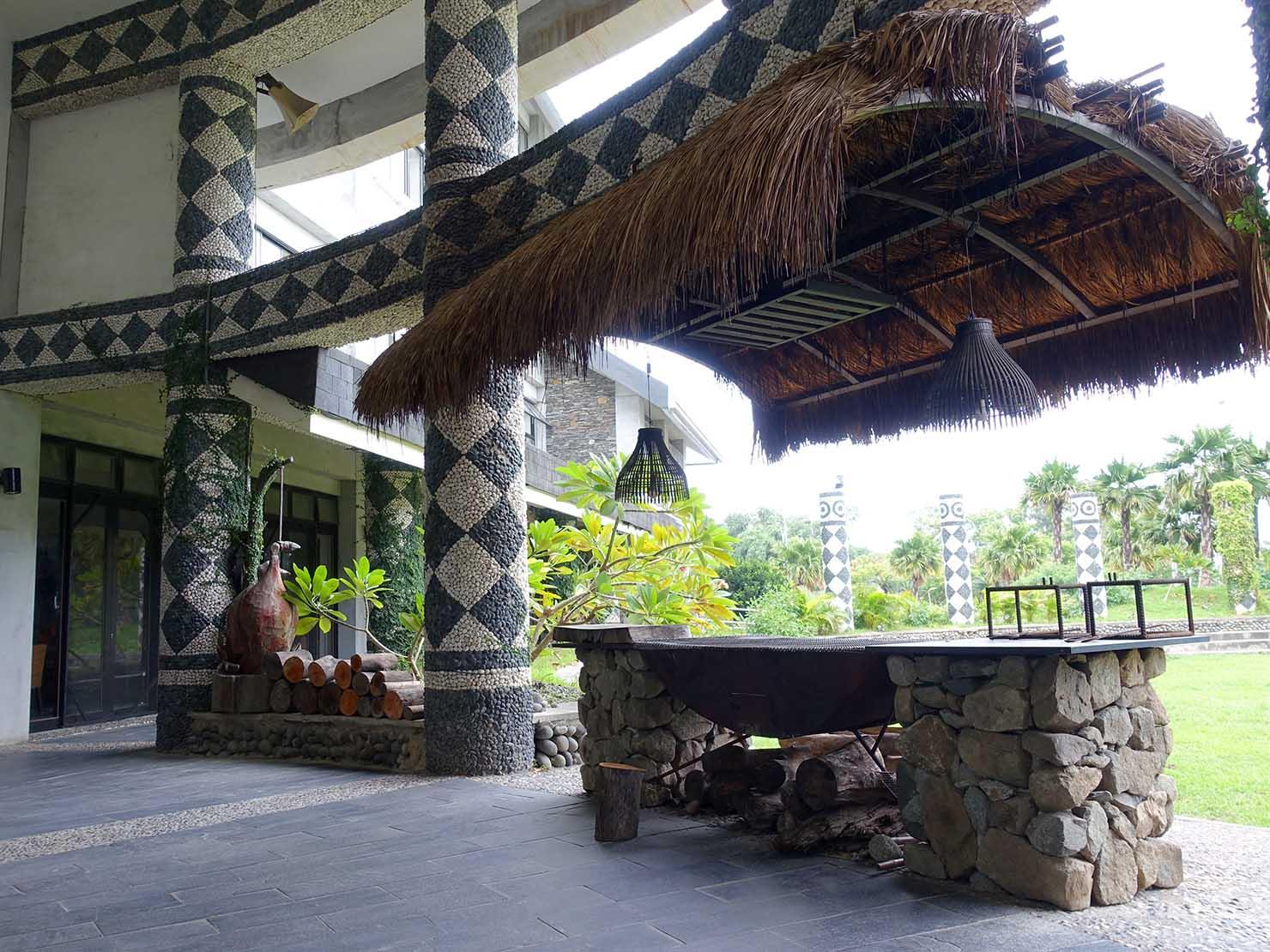 台湾・台東市街のおすすめホテル「MATA家屋」エントランスの柱