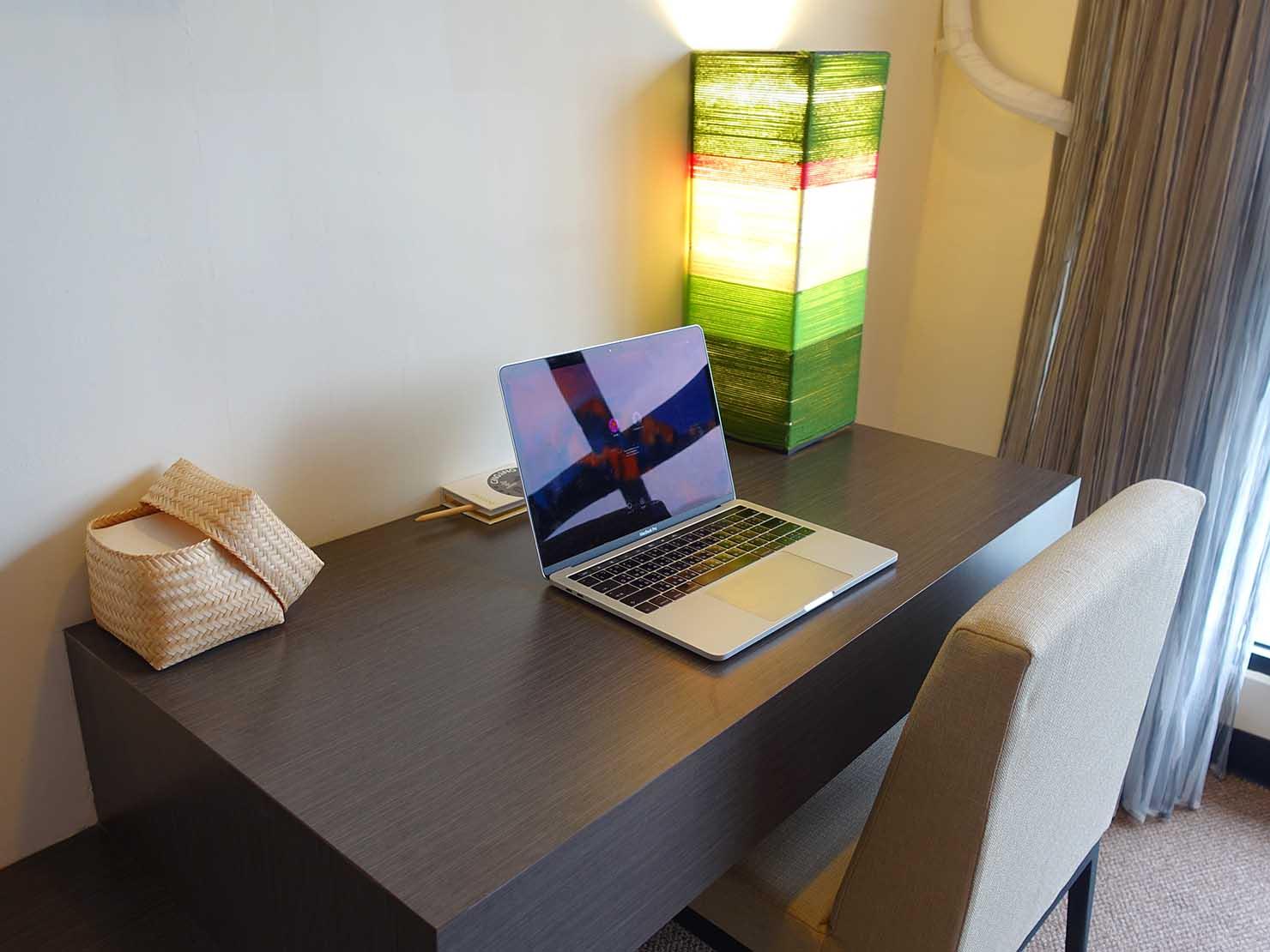 台湾・台東市街のおすすめホテル「MATA家屋」の守護雙人房(ダブルルーム)のテーブル