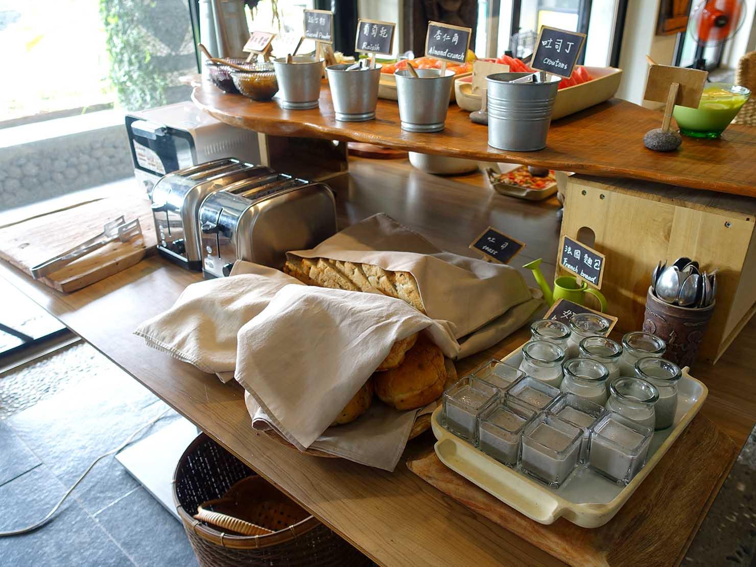 台湾・台東市街のおすすめホテル「MATA家屋」朝食ビュッフェのパン