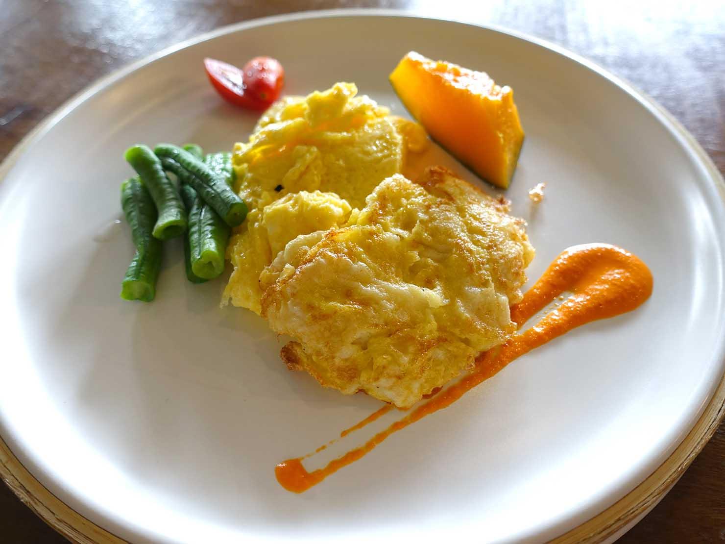 台湾・台東市街のおすすめホテル「MATA家屋」朝食ビュッフェのオムレツ