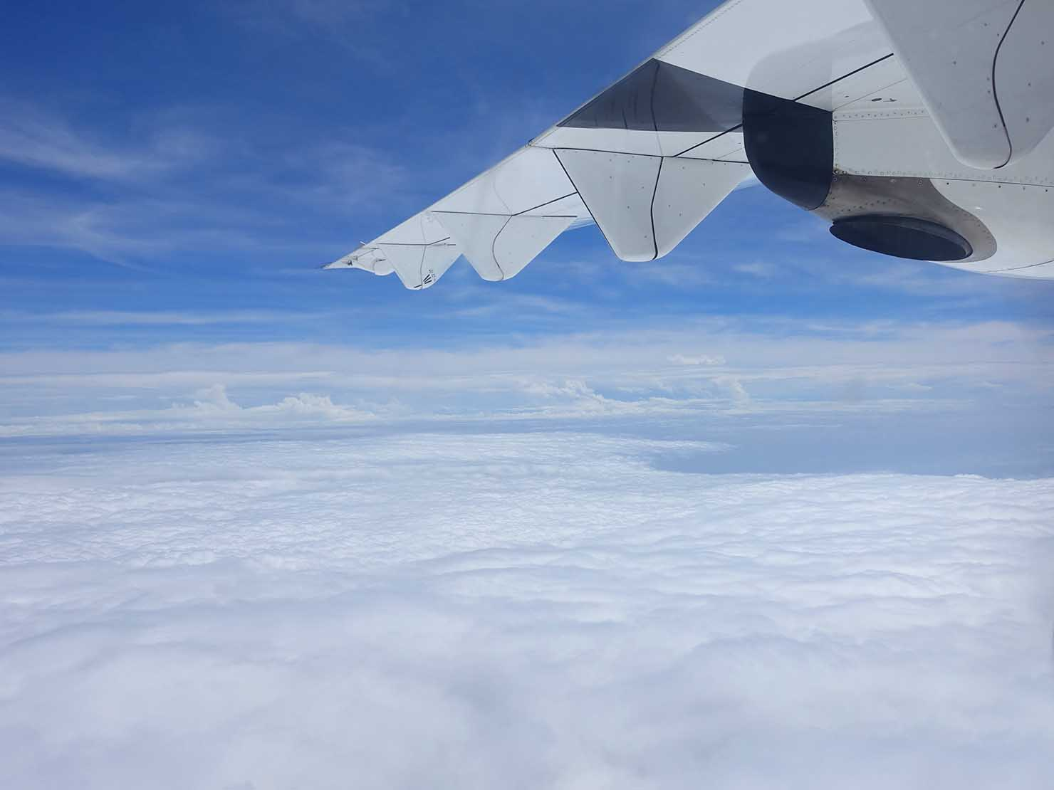 飛行機から眺める雲海