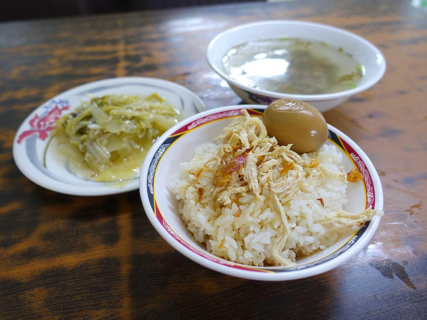 台東觀光夜市の近くで食べた雞肉飯
