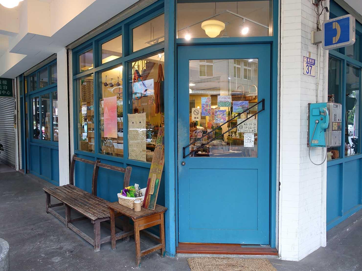 花蓮市街中心部のレトロかわいいおすすめゲストハウス「花蓮日日 Hualien dairy」のエントランス