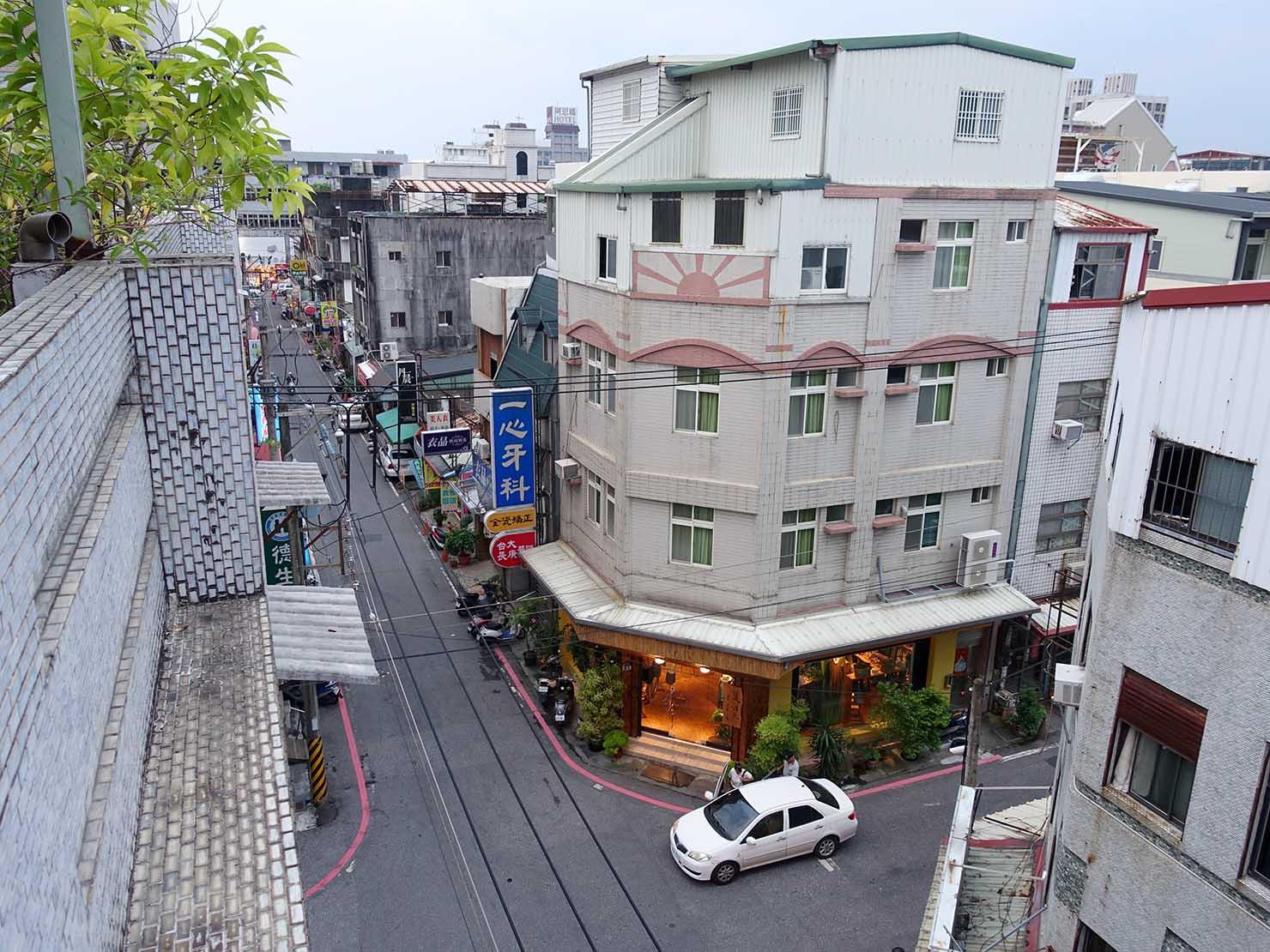 花蓮市街中心部のレトロかわいいおすすめゲストハウス「花蓮日日 Hualien dairy」5Fベランダからの景色