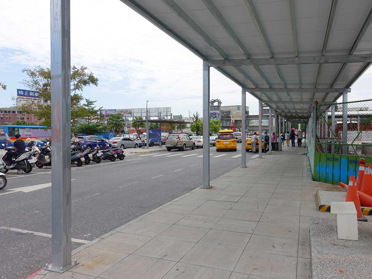 台湾鉄道・新花蓮駅前の歩道