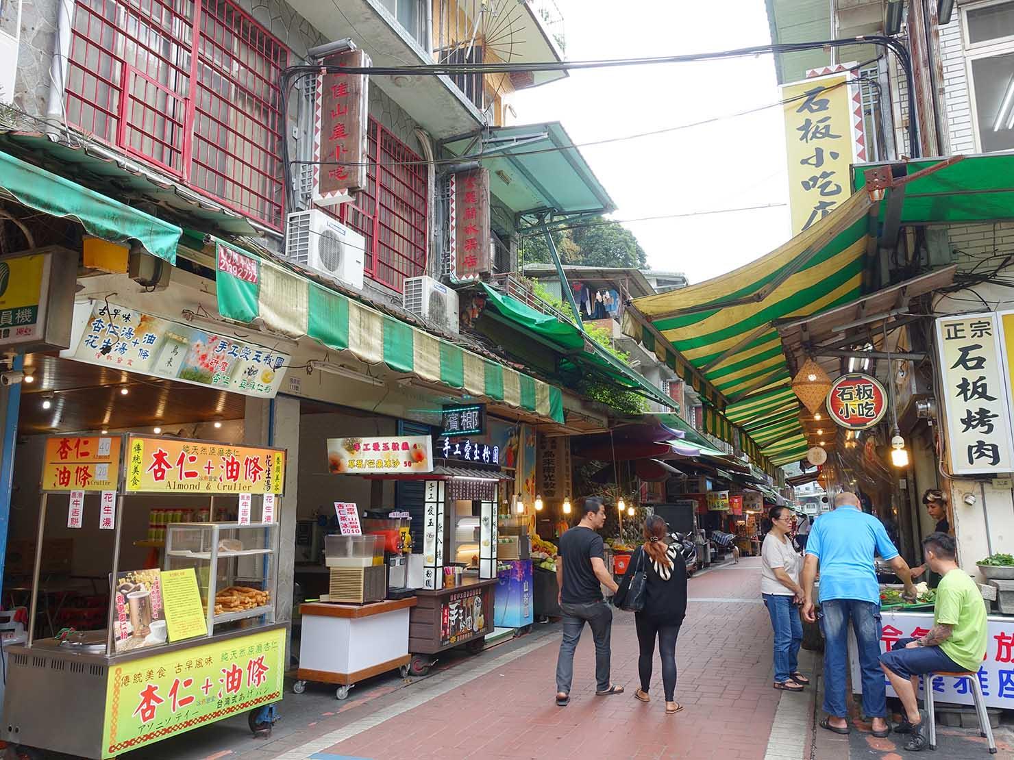 台北・烏來温泉の老街
