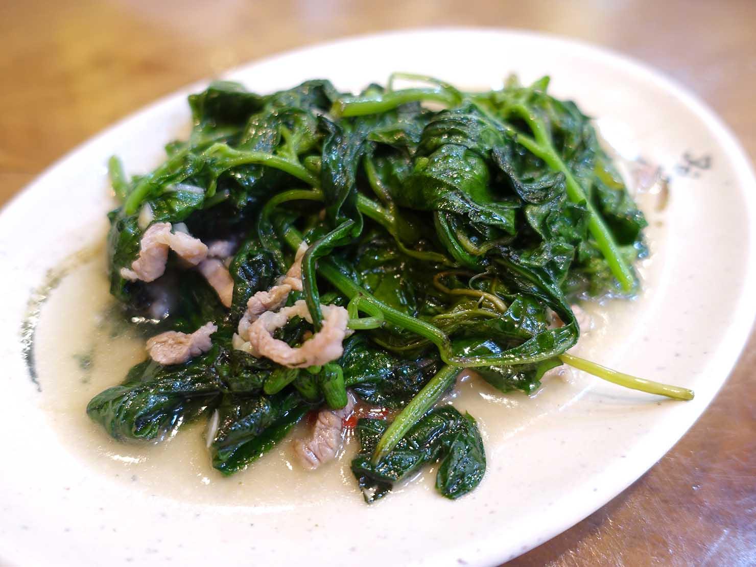 台北・烏來老街でいただける山菜の炒め物