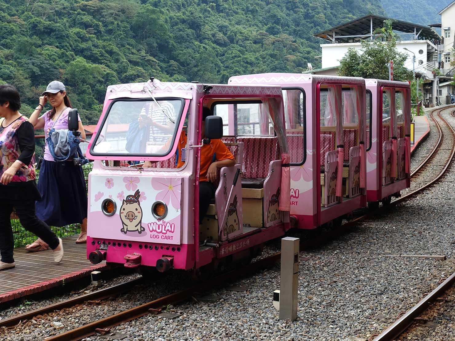 台北・烏來温泉のトロッコ列車