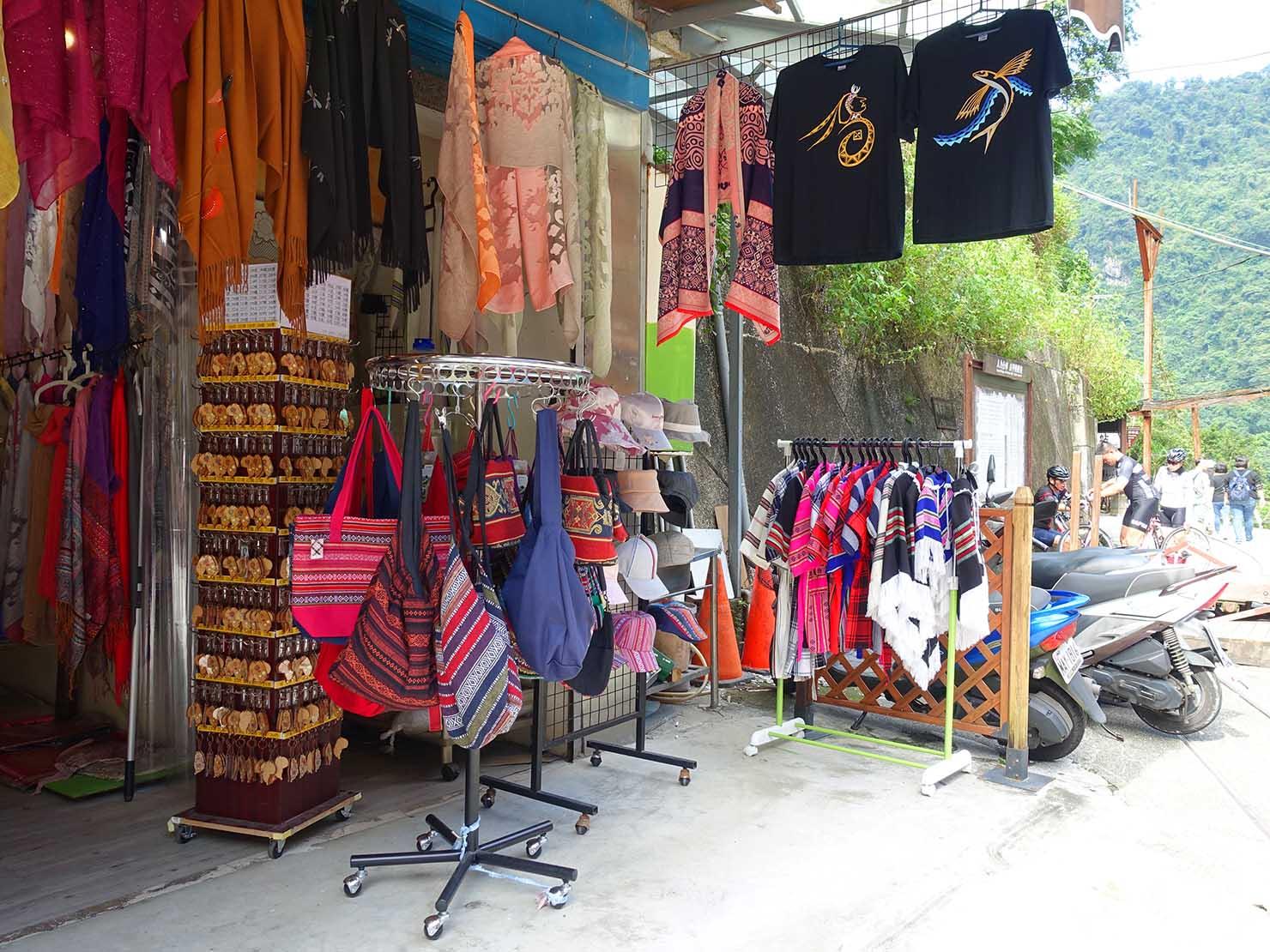 台北・烏來温泉で見つけた泰雅族(タイヤル族)伝統織物のおみやげ品