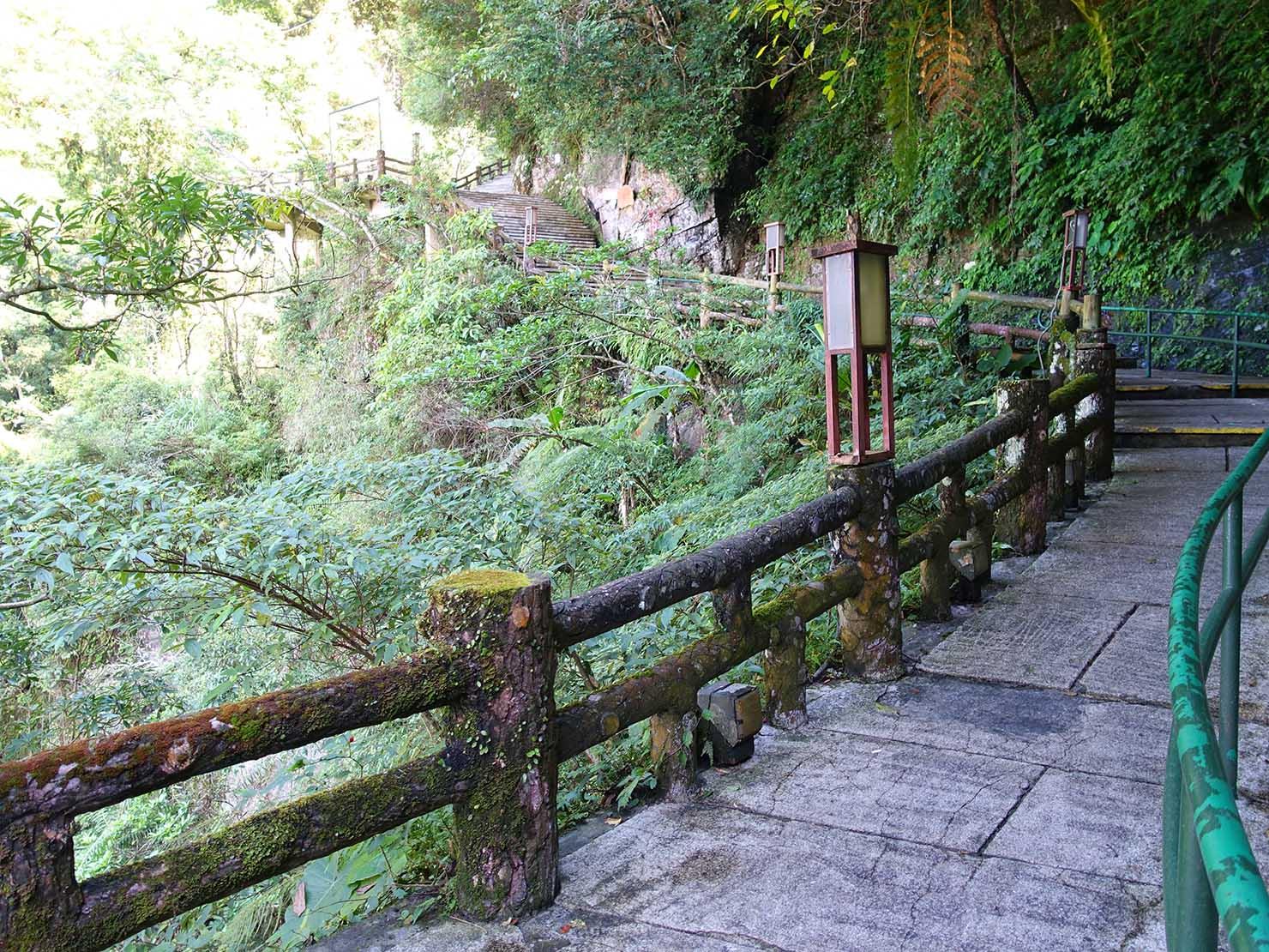 台北・烏來温泉から行けるテーマパーク「雲仙樂園」へと続く長い階段