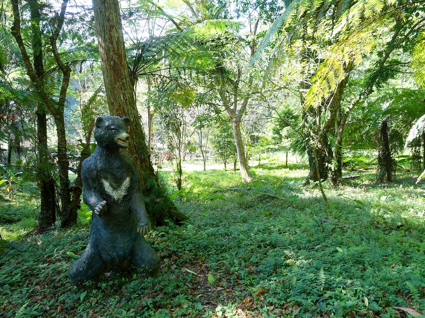 台北・烏來温泉から行けるテーマパーク「雲仙樂園」園内に佇む台灣黑熊の像