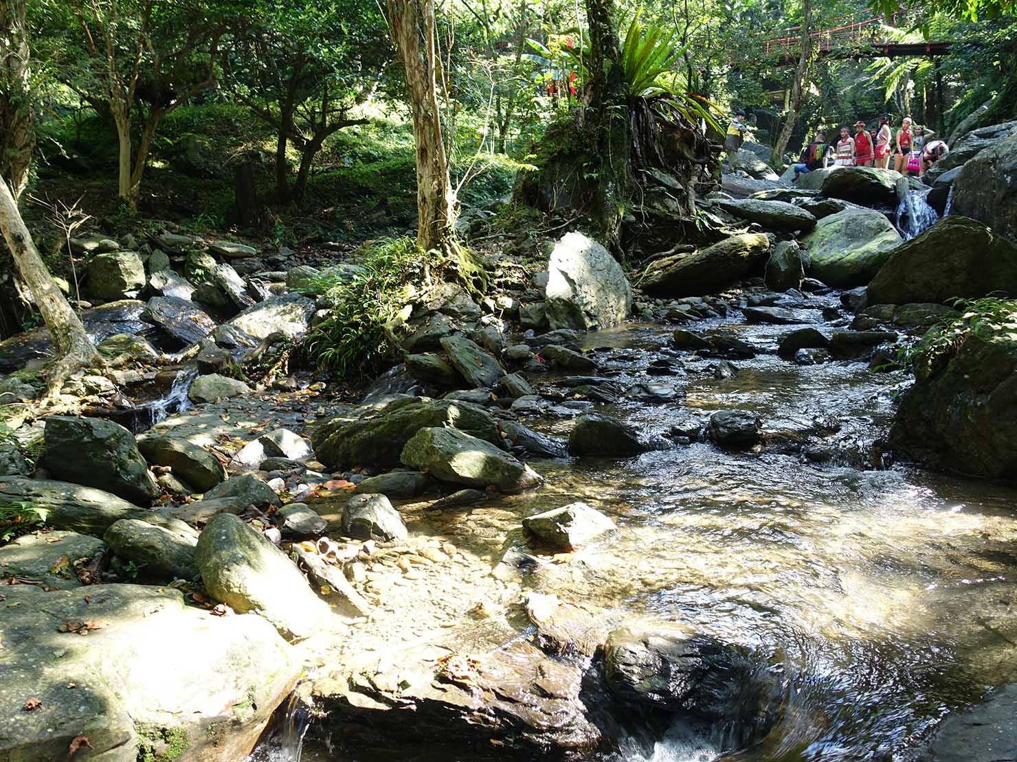 台北・烏來温泉から行けるテーマパーク「雲仙樂園」園内を流れる小川