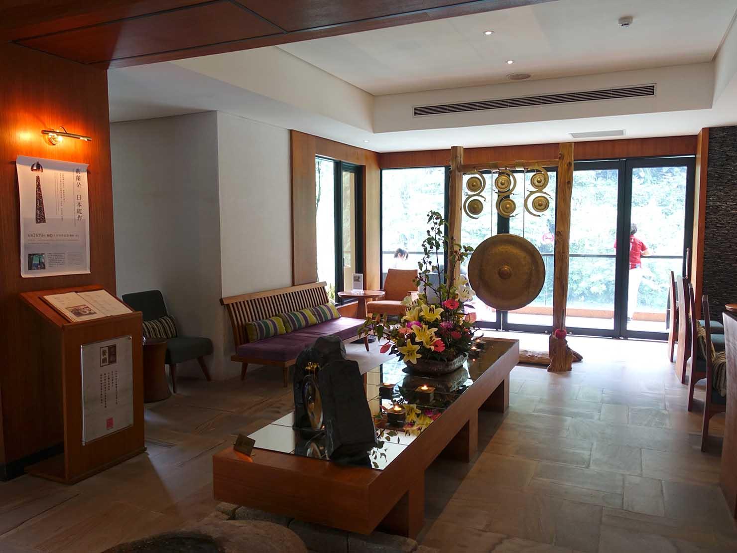 台北・烏來温泉「Volando Urai Spring Spa & Resort 馥蘭朵烏來渡假酒」のロビー