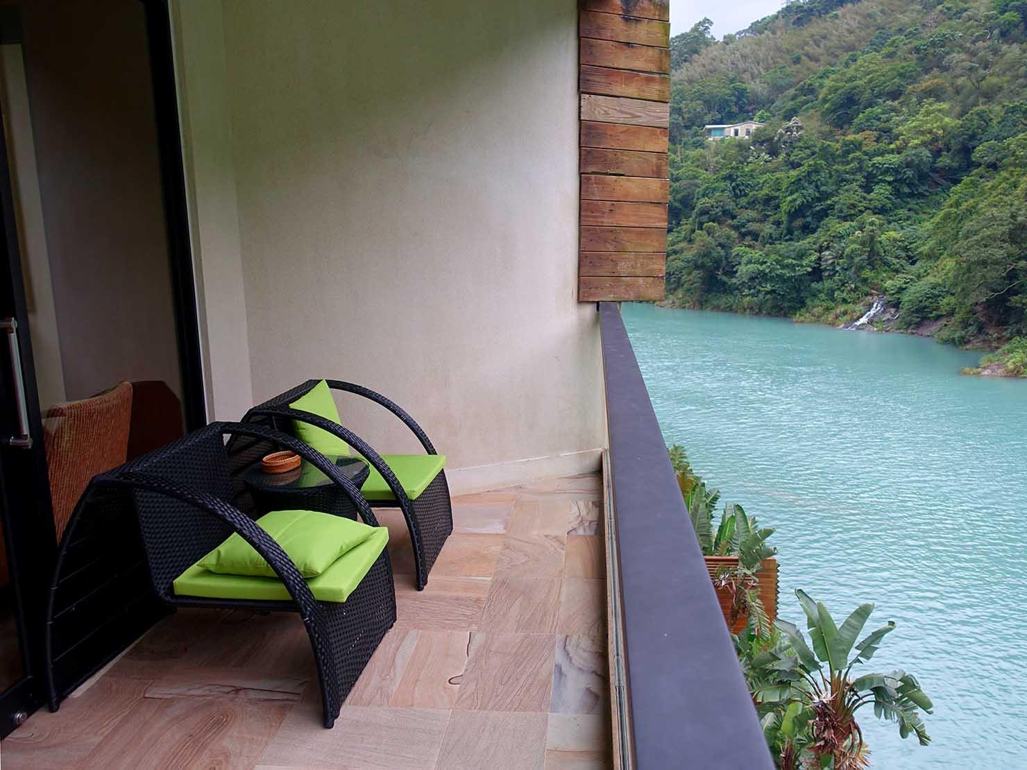 台北・烏來温泉「Volando Urai Spring Spa & Resort 馥蘭朵烏來渡假酒」ロビーのベランダ