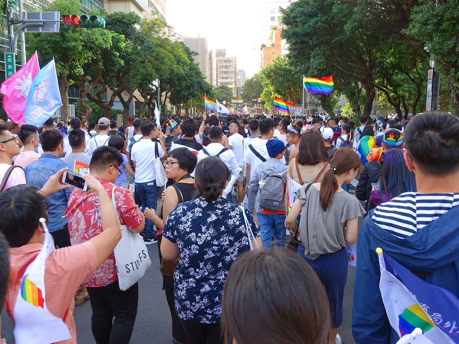 台灣同志遊行(台湾LGBTプライド)2018パレードを歩く参加者たち