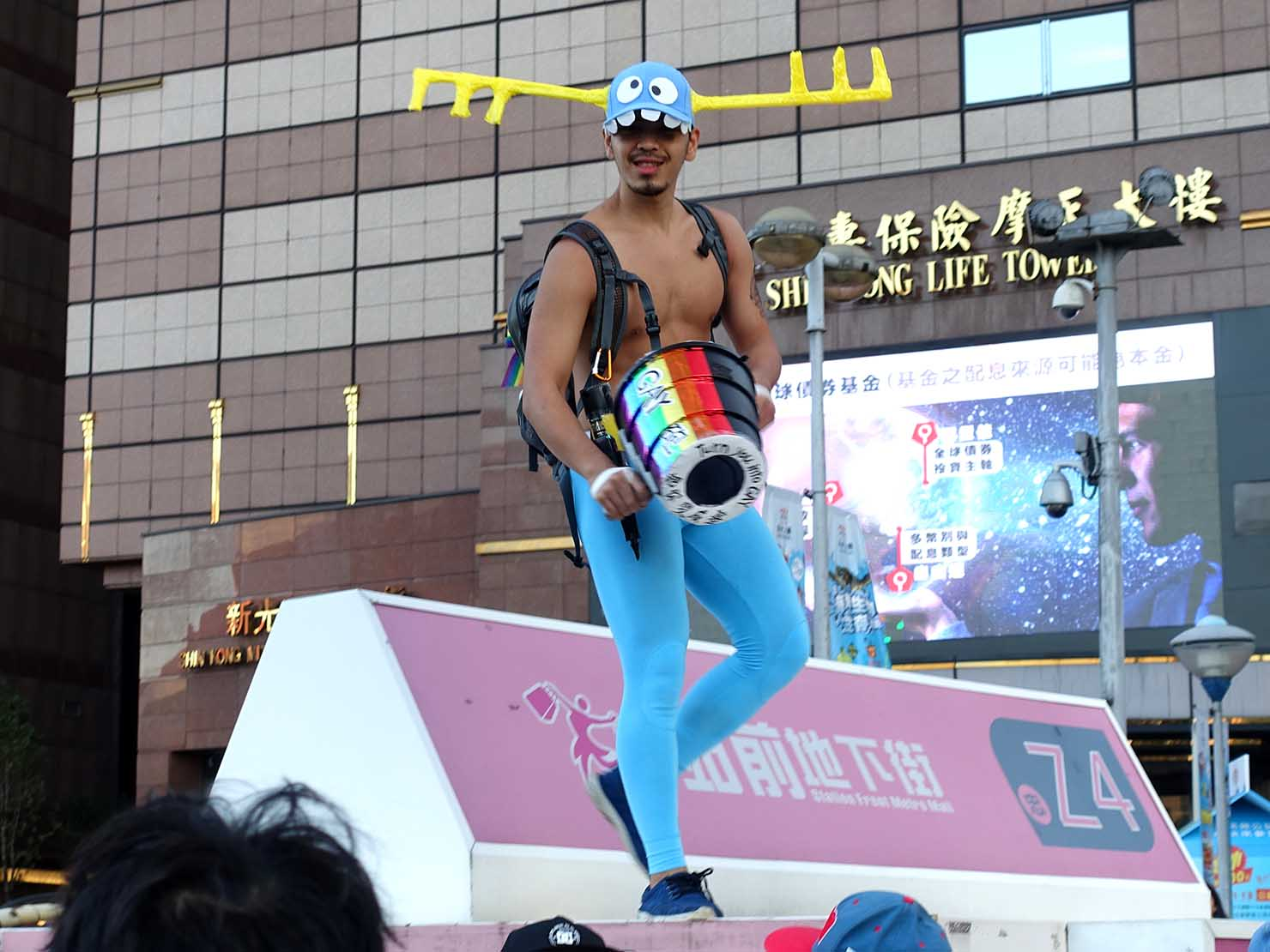 台灣同志遊行(台湾LGBTプライド)2018でいたずらをするお兄さん